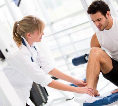 bigstock-Injured-man-at-the-gym-feeling-35463767_620x397